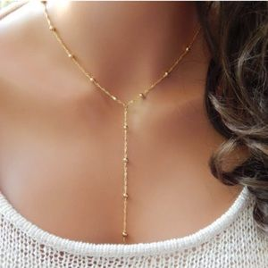Jewelry - Cold tone necklace